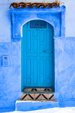 MOR2207AW Blue-washed streets and doors of Chefchaouen, Morocco