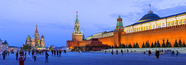 RU01394 St Basils Cathedral and the Kremlin in Red Square, Moscow, Russia