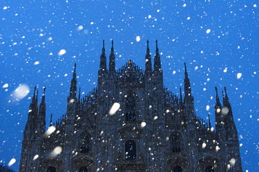 ITA4241AW Milan's Duomo cathedral in winter with snow and artificial lights. Milan, Lombardy, Italy