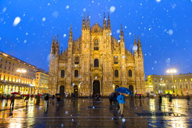 ITA4242AW Milan's Duomo cathedral in winter with snow and artificial lights. Milan, Lombardy, Italy