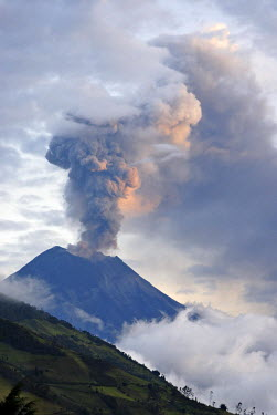 HMS0301489 Ecuador, Tungurahua Province, Andes, Tungurahua volcano, locally known as gorge on fire in quechua and nicknamed the black giant, the volcano is almost constantly in eruption