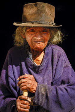 HMS2104004 Ecuador, Imbabura, Chilcapamba, portrait of an old peasant woman