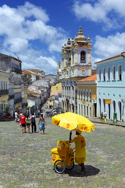 HMS0305508 Brazil, Bahia state, Salvador de Bahia, historical center listed as World Heritage by UNESCO, Pelourinho district, icecream seller in front of the City Museum