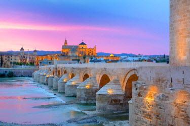 ES07040 Cathedral (Mezquita) and Roman bridge at sunset, Guadalquivir river, Cordoba, Andalusia, Spain