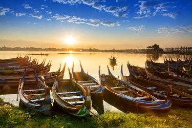 MYA1924AW Asia, Southeast Asia, Myanmar, Mandalay; traditional fishing boats next to the U Bein teak bridge on the Taungthaman Lake near Amarapura