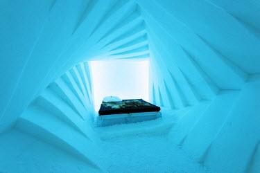 SWE4195 Arctic Circle, Lapland, Scandinavia, Sweden, Kiruna, Ice Hotel (Jukkasjarvi) bedroom