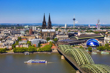 GER8758AW Cologne Cathedral, River Rhine and Hohenzollern Bridge, Cologne, North Rhine Westphalia, Germany