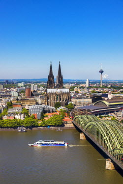 GER8760AW Cologne Cathedral, River Rhine and Hohenzollern Bridge, Cologne, North Rhine Westphalia, Germany