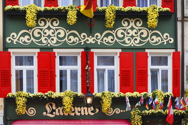DE05382 Germany, Baden-Wurttemburg, Baden-Baden, colorful hotel-restaurant exterior