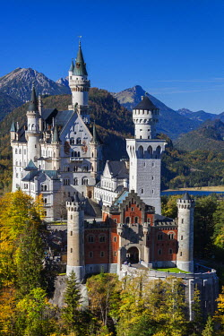 DE05485 Germany, Bavaria, Hohenschwangau, Schloss Neuschwanstein castle, elevated view, fall