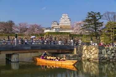 JAP0856AW Tourist boat in moat of Himeji Castle (UNESCO World Heritage site), Himeji, Kansai, Honshu, Japan
