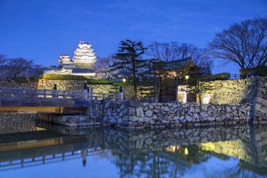 JAP0858AW Himeji Castle (UNESCO World Heritage site) at dusk, Himeji, Kansai, Honshu, Japan