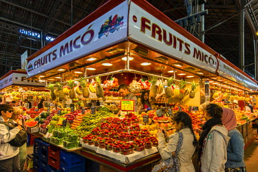 SPA6451AW Colorful fruit and vegetables stall at Boqueria food market, Barcelona, Catalonia, Spain