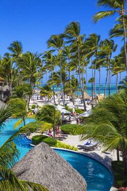DM01446 Dominican Republic, Punta Cana, Playa Cabeza de Toro, Swimming pool at Dreams Palm Beach resort
