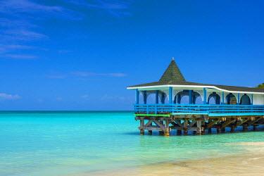 AB01125 Caribbean, Antigua, Dickinson Bay, Dickinson Bay Beach, Warri Pier Restaurant