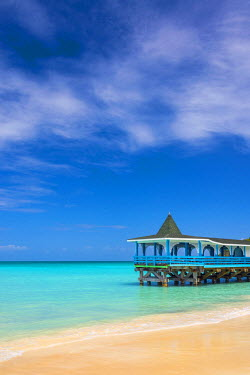 AB01126 Caribbean, Antigua, Dickinson Bay, Dickinson Bay Beach, Warri Pier Restaurant