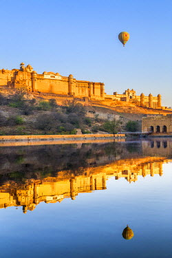 IND7830 India, Rajasthan, Jaipur, Amer.  The magnificent 16th century Amber Fort at sunrise with a hot air balloon aloft.
