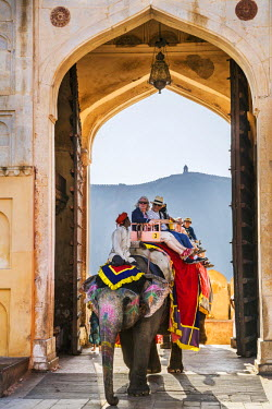 IND7846 India, Rajasthan, Jaipur, Amer.  Visitors ride elephants through the Sun Gate to the main courtyard of the magnificent 16th century Amber Fort.
