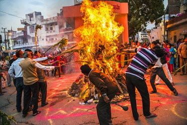 IND7872 India, Rajasthan, Jaipur.  Holika bonfires mark the start of celebrations for the annual Hindu religious festival of Holi.