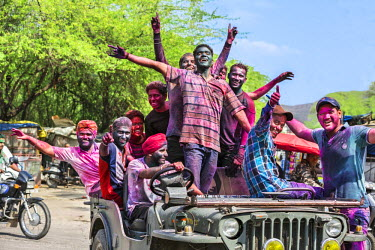 IND7874 India, Rajasthan, Jaipur.  Young men celebrate the annual Hindu religious festival of Holi when participants throw coloured powders and squirt water over friends and strangers in a good-humoured free-...