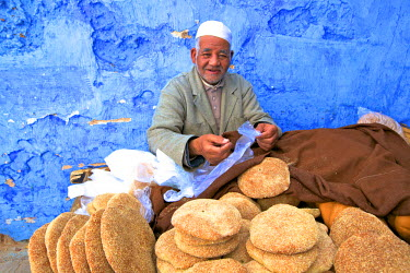 MC03073 Vendor with Freshly Baked Bread, Rabat, Morocco, North Africa