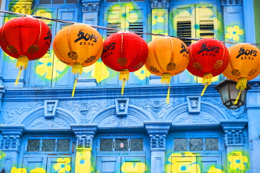 SP01501 Chinese lanterns & colourful old building, Singapore