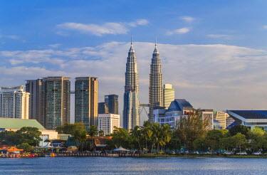 MY01326 Petronas Towers and city skyline, Lake Titiwangsa, Kuala Lumpur, Malaysia