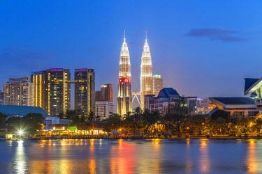 MY01327 Petronas Towers and city skyline, Lake Titiwangsa, Kuala Lumpur, Malaysia