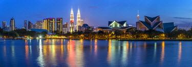 MY01328 Petronas Towers and city skyline, Lake Titiwangsa, Kuala Lumpur, Malaysia