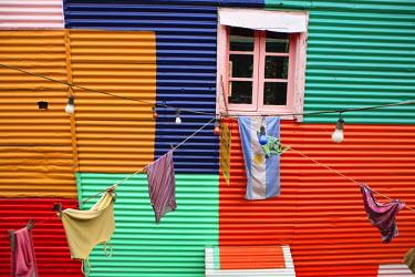 HMS0546662 Argentina, Buenos Aires, La Boca district, colorful facade on Magallanes street near Caminito srteet
