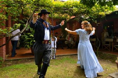 HMS1389879 Argentina, Buenos Aires Province, San Antonio de Areco, Tradition Day festival (Dia de Tradicion), traditional dance of the gauchos