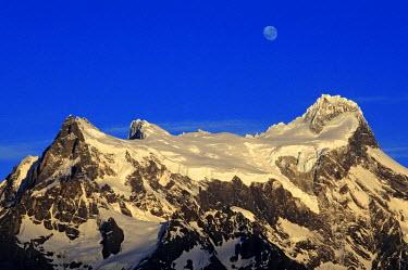 HMS0349546 Chile, Magallanes and Antartica Chilena region, Ultima Esperanza Province, Torres del paine National Park, Paine Grande (3248m)