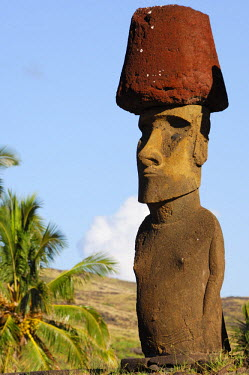 HMS0625859 Chile, Easter Island (Rapa Nui), site listed as World Heritage by UNESCO, Anakena, alignment Moai statues of Ahu Nau Nau along Anakena Beach, Moai statue wearing a red hat or pukao