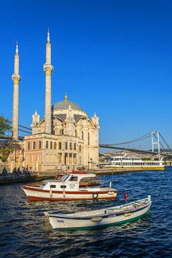 TUR0349AW Ortakoy Mosque, Besiktas, Istanbul, Turkey