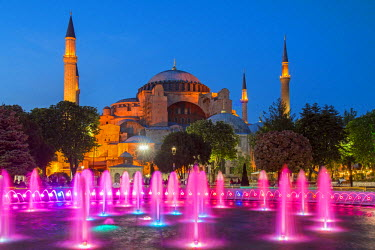 TUR0351AW Night view of fountain light show with Hagia Sophia behind, Sultanahmet, Istanbul, Turkey