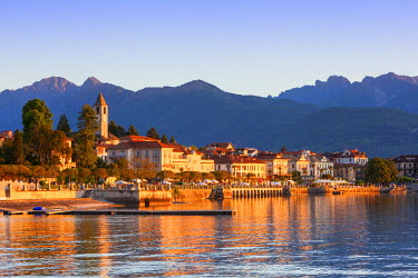 IT04371 The idyllic lakeside village of Baveno illuminated at sunrise, Lake Maggiore, Piedmont, Italy