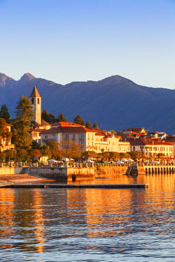 IT04373 The idyllic lakeside village of Baveno illuminated at sunrise, Lake Maggiore, Piedmont, Italy