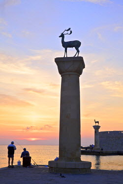GR10129 Bronze Doe and Stag Statues At The Entrance Of Mandraki Harbour, Rhodes, Dodecanese, Greek Islands, Greece, Europe