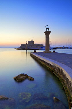 GR10134 Bronze Doe and Stag Statues At The Entrance Of Mandraki Harbour, Rhodes, Dodecanese, Greek Islands, Greece, Europe