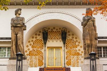 DE05657 Germany, Hesse, Darmstadt, Mathildenhohe Kunstlerkolonie Park, Jugendstil doorway