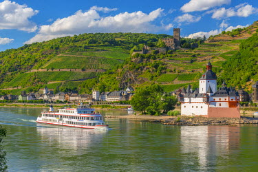 DE05736 Germany, Rhineland Palatinate, River Rhine, Burg Gutenfels and Burg Pfalzgravenstein, Sightseeing Ship