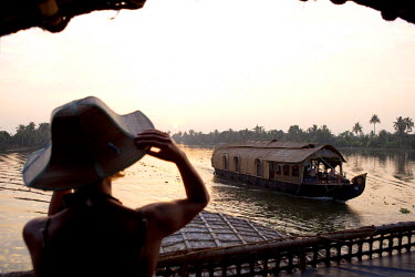 HMS0276277 India, Kerala State, Allepey, the backwaters, houseboats (old transport barge converted for the touristic cruising of the canals)