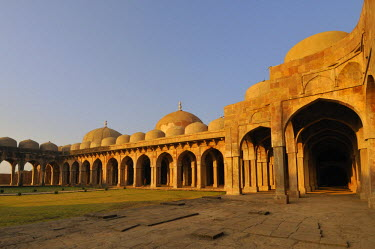 HMS0322761 India, Madhya Pradesh State, Mandu, great mosque of Jama Masjid, built in 1454 by Hoshang Shah, and most beautiful example of afghan architecture in India