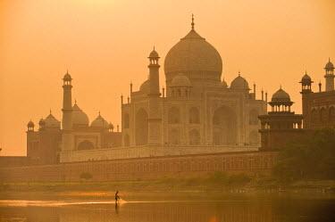 HMS0344805 India, Uttar Pradesh State, Agra, Taj Mahal listed as World Heritage by UNESCO