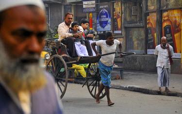 HMS0364225 India, West Bengal State, Calcutta (Kolkata), rickshaw