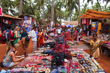 HMS0374473 India, Goa State, Anjuna, Wednesday flea market created in the time of the hippies
