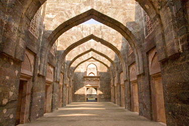 HMS0443276 India, Madhya Pradesh State, Mandu, Hindola Mahal palace 1425