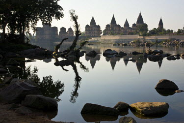 HMS0443304 India, Madhya Pradesh State, Orchha, the Chhattr�, 14 cenotaph built near the Betwa river