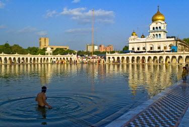 HMS0530290 India, New Delhi, Gurdwara Bangla Sahib, Sikh temple area of Connaught Place Market quarter