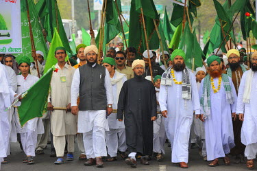 HMS0542489 India, Uttar Pradesh State, Agra, Indian muslims marching in the streets during Mawlid festival celebrating prophet Muhammad's birthday